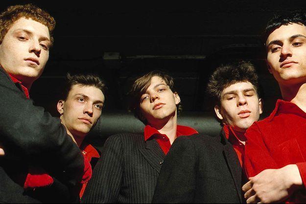 De gauche à droite : Pierre Wolfsohn (batterie), Daniel Darc (chant), Laurent Sinclair (synthe), Stephane Erard (basse), et Mirwais (guitare), membres de Taxi Girl.