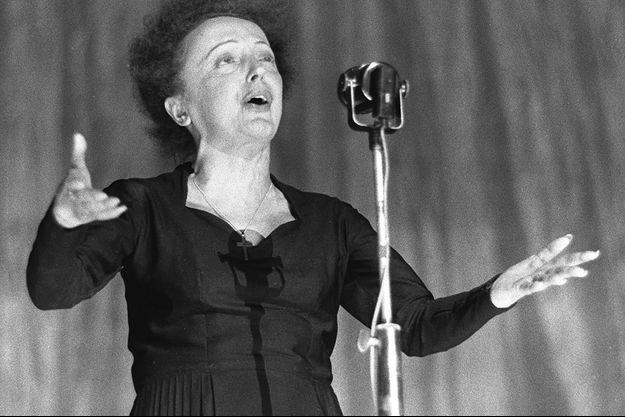 Edith Piaf durant un récital à l'Olympia en 1960.