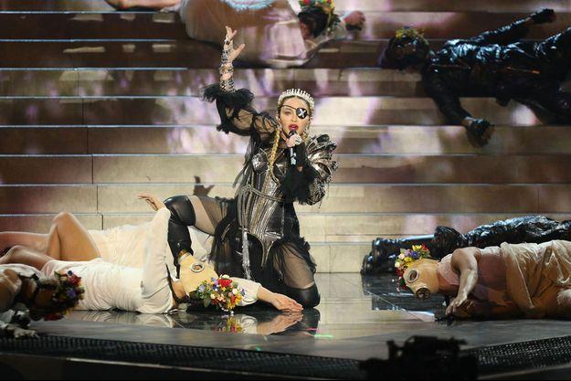 Madonna sur la scène de l'Eurovision.