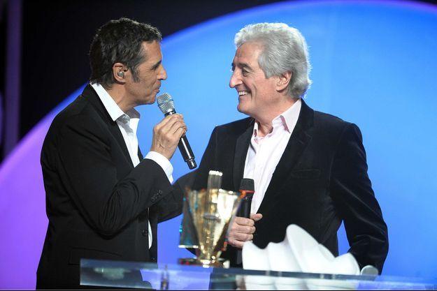 Julien Clerc et Jean-Loup Dabadie lors des Victoires de la musique en 2009. Le parolier avait été récompensé ce soir-là pour l'ensemble de sa carrière.