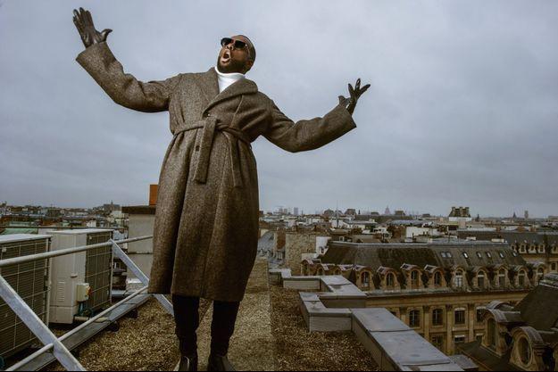Sur le toit de l'hôtel Park Hyatt Paris-Vendôme, le 13 décembre. L'artiste congolais aux accents lyriques est l'un des premiers rappeurs à avoir mêlé hip-hop et variété