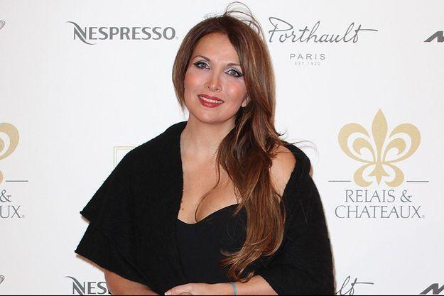 """Hélène Segara revient avec un nouveau single baptisé """"Tout commence aujourd'hui"""", disponible depuis le 20 octobre."""