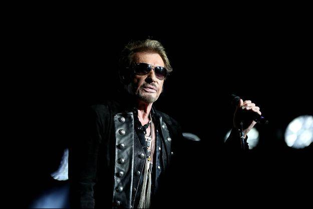 """Johnny Hallyday a donné le coup d'envoi de sa 183ème tournée, """"Rester Vivant"""", dans les Arènes de Nîmes. Il y donnera deux concerts, les 2 et 3 juillet."""