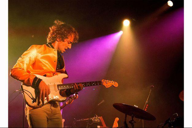 Albert Hammond Jr à l'O2 Academy, Newcastle, Royaume-Uni le 16 février 2018 lors de sa tournée européenne pour son nouvel album.