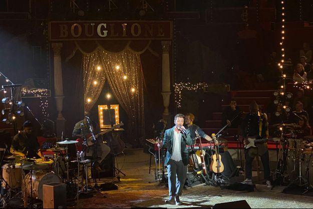 Christophe Maé était en concert jeudi soir au Cirque d'Hiver, à Paris.
