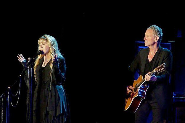 Stevie Nicks et Lindsey Buckingham sur la scène de Bercy, vendredi soir.