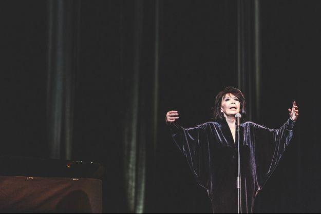 Juliette Gréco sur la scène de l'Olympia.