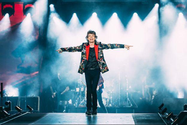 Mick Jagger sur scène a enflammé la salle avec les Stones.