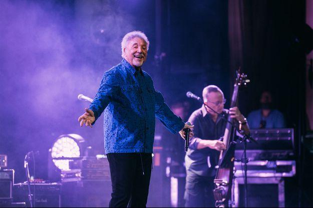 Tom Jones était à Paris, au Grand Rex, pour donner un concert mercredi.