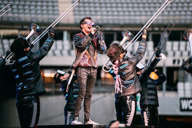 Matthew Bellamy sur la scène du Stade de France, vendredi, pour le concert de Muse.