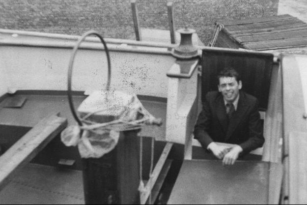 1974. Brel sur son voilier, l'Askoy, à bord duquel il se lancera dans une traversée échevelée de l'Atlantique.