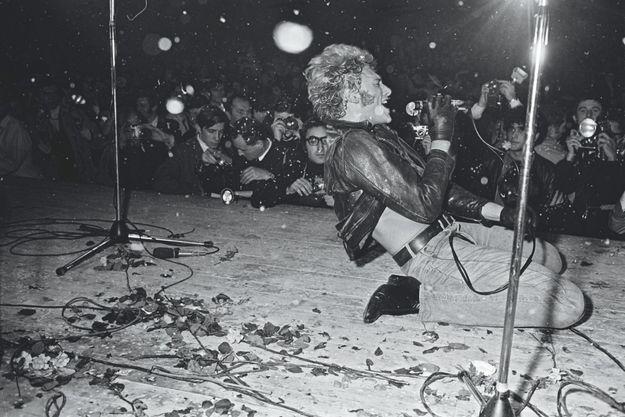 Johnny au Palais des Sports de Paris, le 15 novembre 1967.
