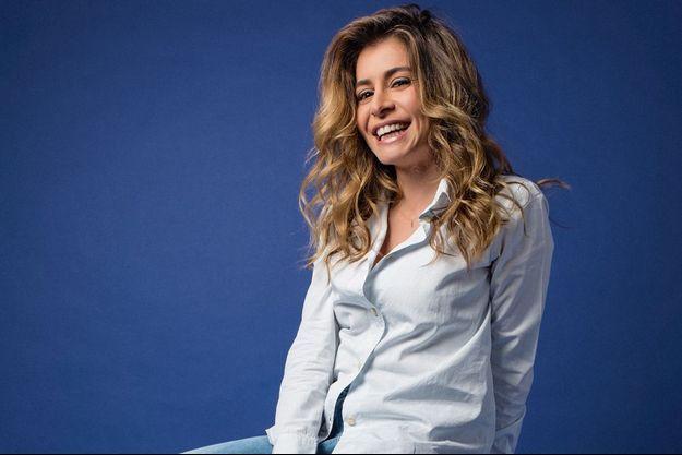 Julie Zenatti pose pour Paris Match.