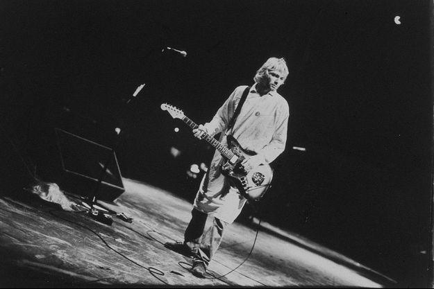 Kurt Cobain sur la scène du festival de Reading, en août 1992.