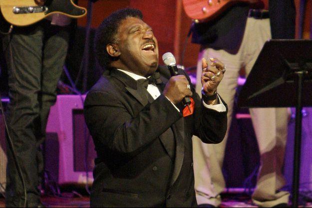 "Percy Sledge interprète ""When a Man Loves a Woman"" en 2008, à Nashville."