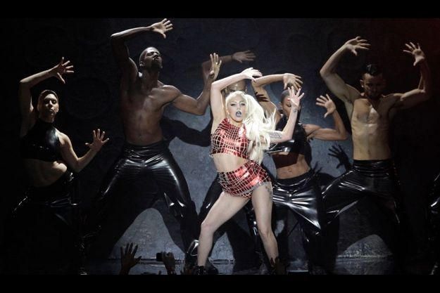 Lady GaGa, sur la scène de Belfast.