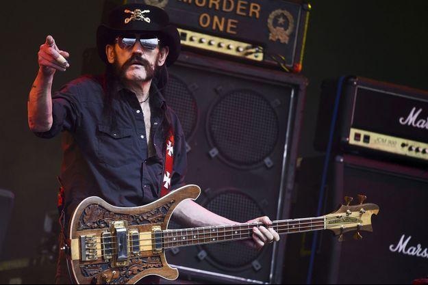 Lemmy Kilmister sur scène au festival de Glastonbury, en Grande-Bretagne, en juin 2015.