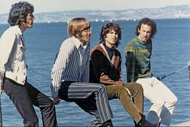 De g. à dr., John Densmore, Ray Manzarek, Jim Morrison et Robby Krieger.