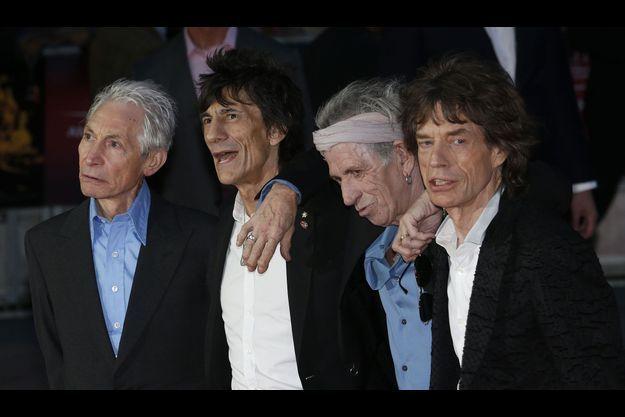 Quatre vieux garçons dans le vent.