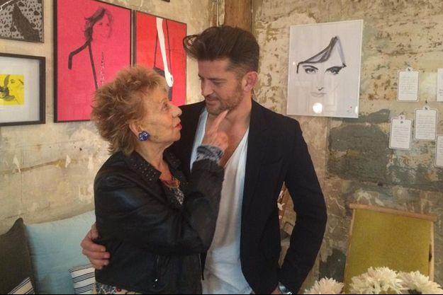Annie Cordy et Marc-Antoine Coulon lors d'une exposition chez Inès de la Fressange.