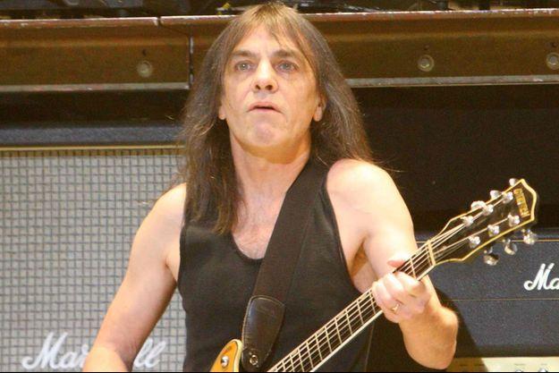 Malcolm Young sur scène en 2009 à Philadelphie.