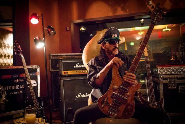 Lemmy en concert avec Motörhead à Paris (Zénith), le 15 novembre ; à Lille, le 1er février 2016.