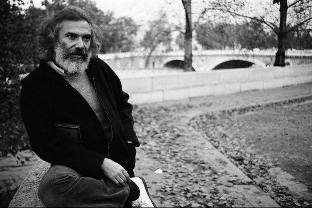 Georges Moustaki en bords de Seine en novembre 1976.