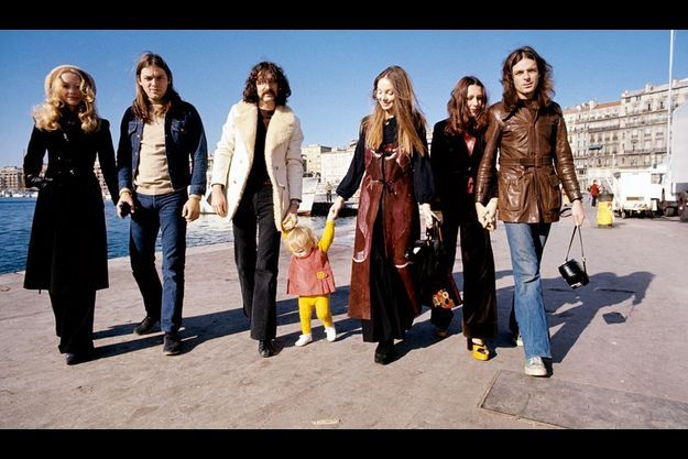 1972. Le groupe est à Marseille pour une série de spectacles avec Roland Petit. Pour Match, David Gilmour, Nick Mason et Rick Wright posent avec leurs compagnes respectives. Roger Waters était absent ce jour-là. Cette image n'était jamais parue jusqu'à aujourd'hui.