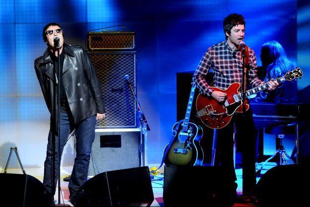 Liam et Noel Gallagher en 2008, à Milan.