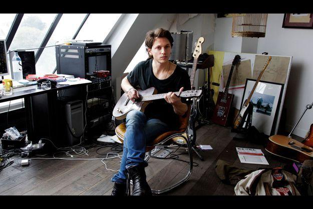 Raphael dans son studio parisien