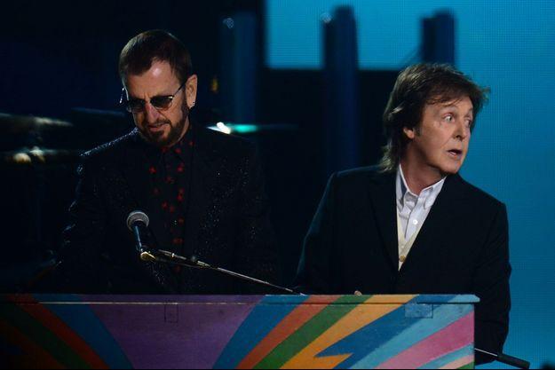 Ringo Starr et Paul McCartney lors de la cérémonie des Grammy Awards en 2014.