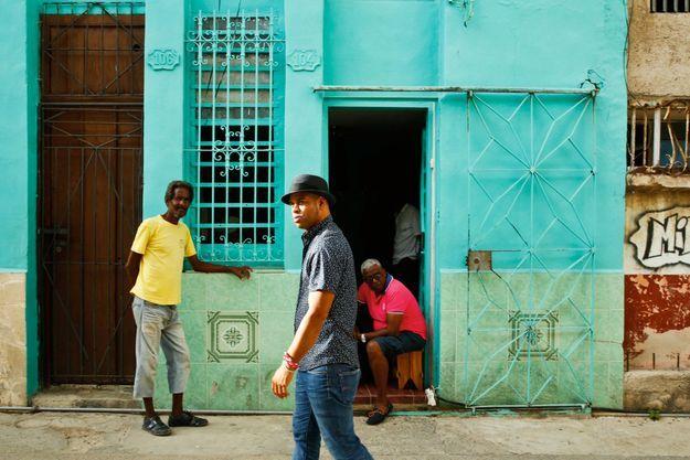 Roberto Fonseca dans les rues de La Havane.