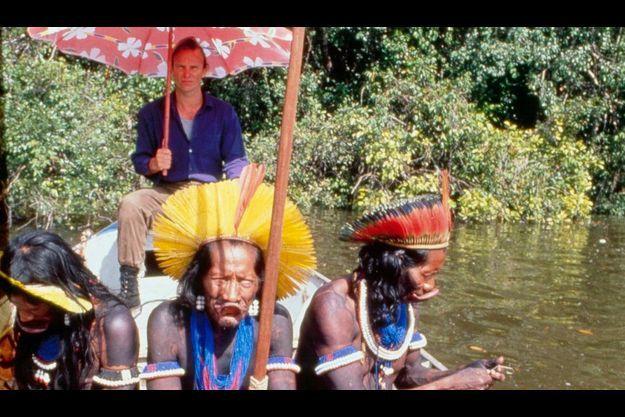 Le gouvernement brésilien a mis à la disposition de Sting un canot métallique pour descendre la rivière Xingu.