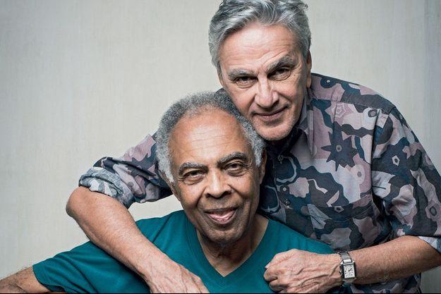 Gilberto Gil & Caetano Veloso posent pour Paris Match.
