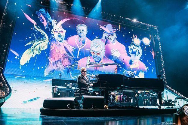Elton John lors de son concert à l'AccorHotels Arena de Paris.