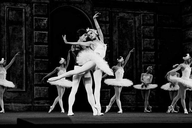 """Maïa PLISSETSKAÏA, etoile du Bolchoi, dans le ballet """"Le Lac des cygnes""""."""