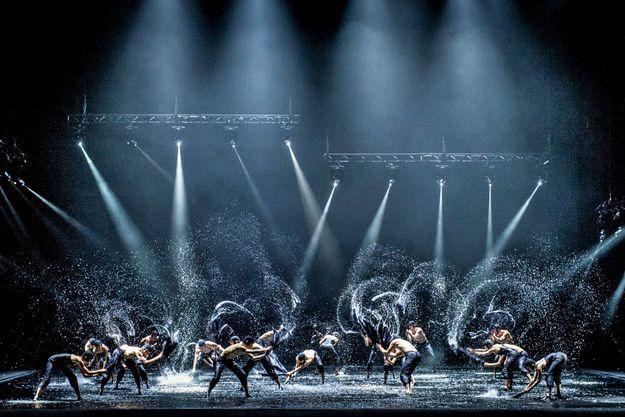 """Le Ballet national de Norvège sur scène dans """"Le lac des cygnes""""."""