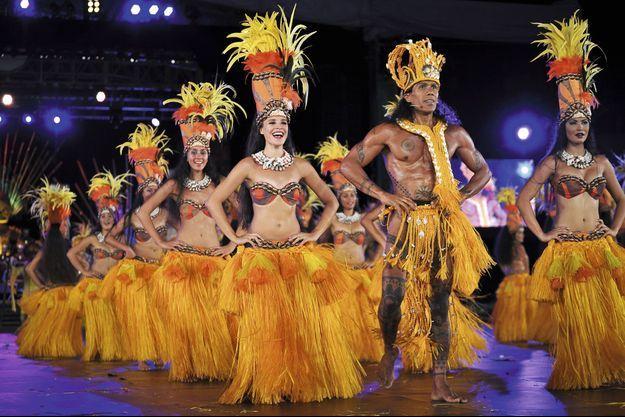 Tumata Robinson et sa troupe.