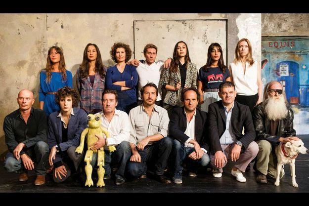 Edouard Baer et sa joyeuse troupe de pessimistes qui, pour la photo, se font un plaisir de ne pas sourire.