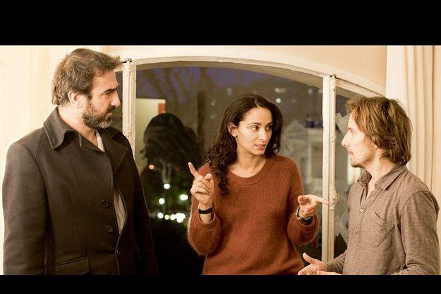 Dernières indications de Rachida Brakni à ses comédiens, Eric Cantona et Lorànt Deutsch (à dr.).