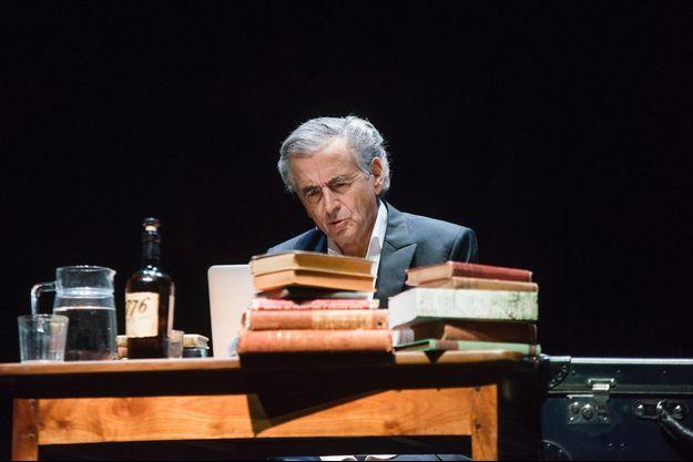 Benard-Henri Lévy sur scène à Londres lundi soir.