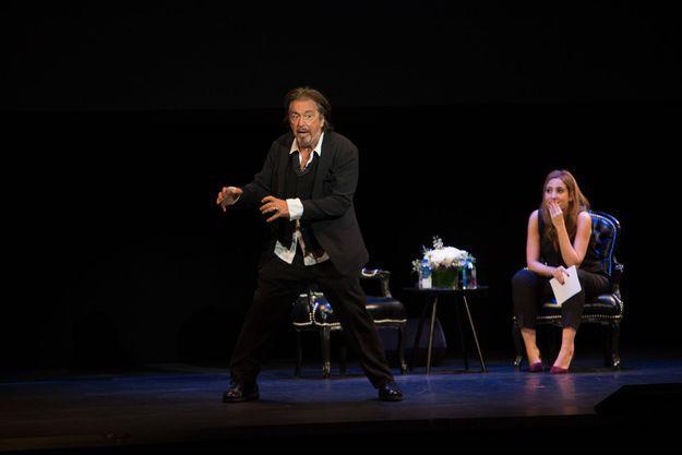 Al Pacino devant Léa Salamé au Théâtre de Paris le 22 octobre 2018.