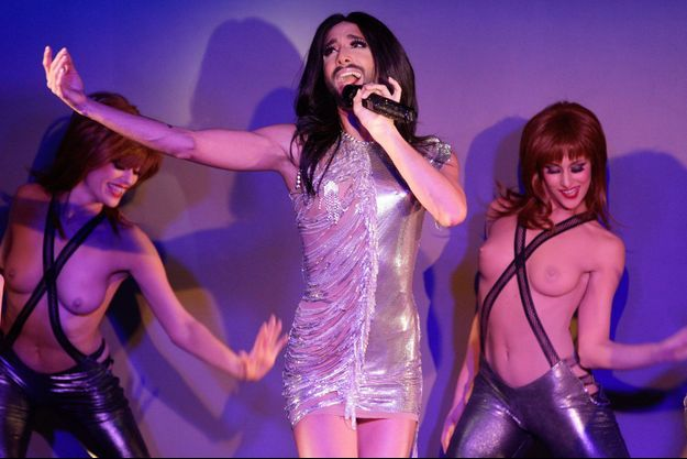 Conchita Wurst esst la nouvelle star du Crazy Horse.