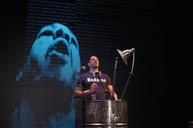JoeyStarr sur la scène du théâtre de l'Atelier