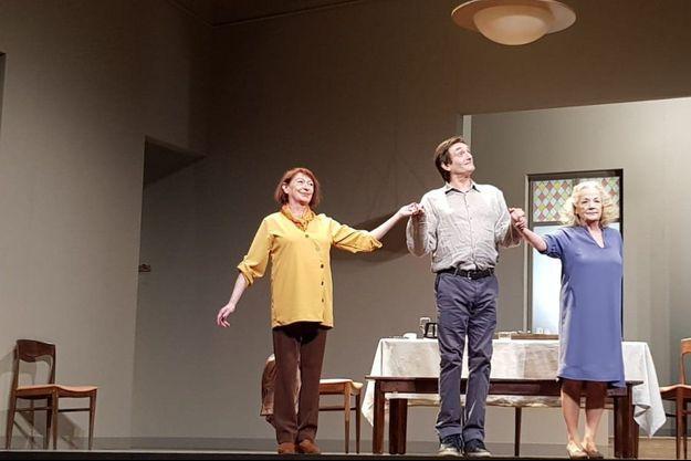 Marie-Christine Danède, Pierre Palmade et Catherine Hiegel, samedi au Théâtre Montparnasse.