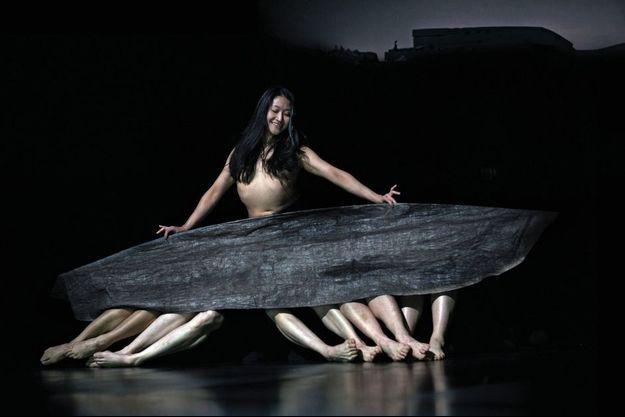 Tsai-Wei Tien, danseuse du Tanztheater, dans « Since She ».