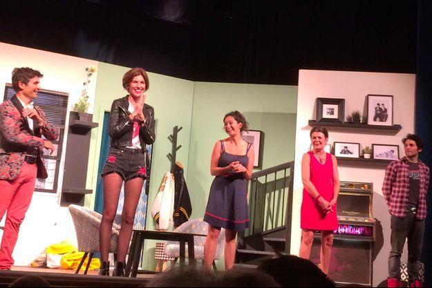 """Sur la scène de """"Mon meilleur copain"""", de gauche à droite : Arnaud Cermolacce, Anne-Laure Estournes, Emmanuele Cousin, Elisabeth Frémondière et Anthony Marty."""
