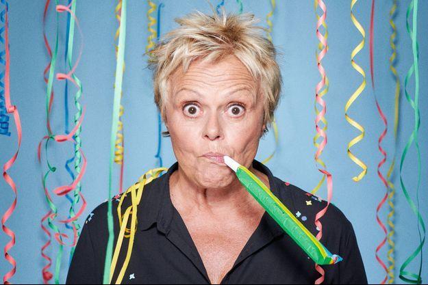 « Et pof ! », le nouveau spectacle de Muriel Robin est actuellement à Paris (théâtre de la Porte Saint-Martin et Palais des Sports), puis en tournée.