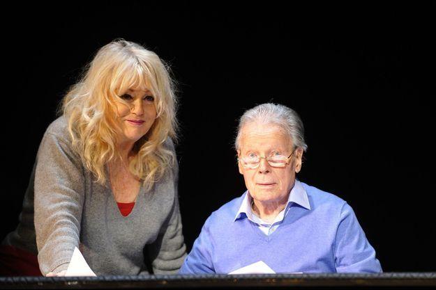 """Mylène Demongeot aux côtés de Jean Piat lors du filage de la pièce """"Love Letters""""."""