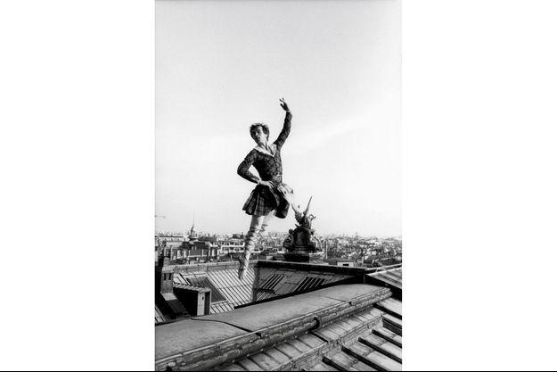 Sur les toits de l'Opéra de Paris, en octobre 1979. Dix-huit ans après son passage à l'Ouest.
